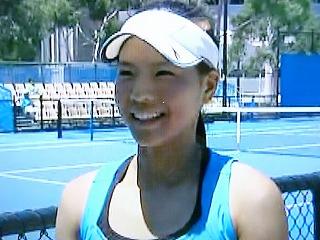 尾崎里紗(全豪2010 Jr女子シングルス 2回戦勝利後 画像wowow)