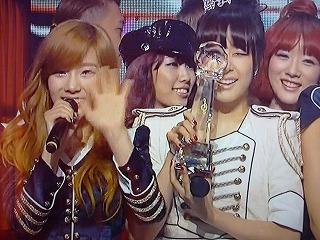 2011.11.23 ミュージックバンク テヨン、ティファニー 1