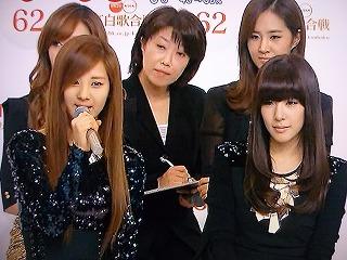 2011 第62回 紅白歌合戦 出演者会見 少女時代 ソヒョン、通訳さん、ユリ、ティファニー