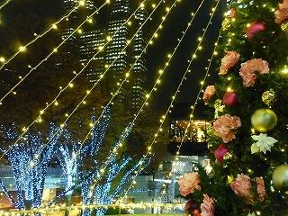 ライトアップ 新宿西口 三井ビル前 4
