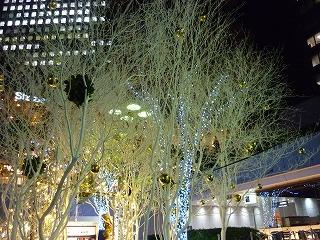 ライトアップ 新宿西口 三井ビル前 3