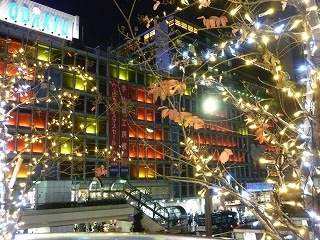 ライトアップ 新宿西口 小田急百貨店